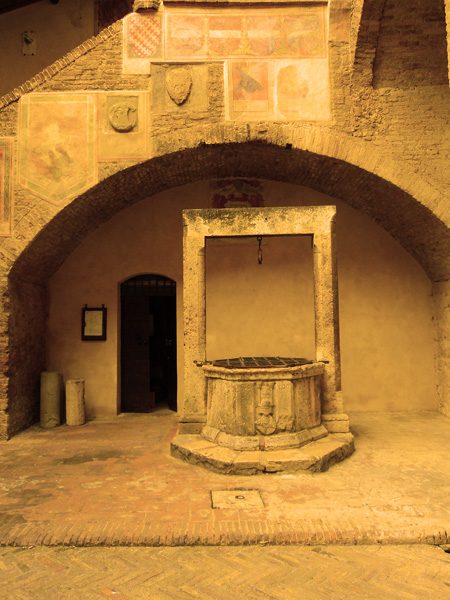 A well in the courtyard of the people's palace in San Gimignano, Italy