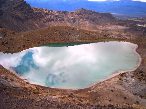 Emerald lake on Tongariro Crossing, New Zealand