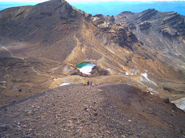 Emerald lakes on the tongariro crossing, new zealand