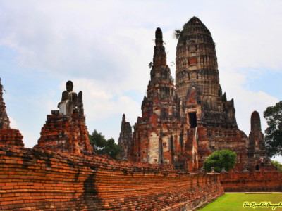 wat chai watthanaram wall and tower sm