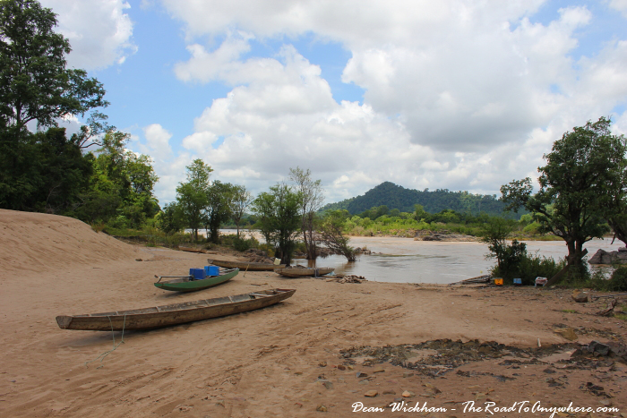Boats on a beach on the mekong on Don Khone
