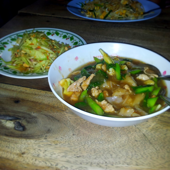 Gravy noodles and Som Tam in Chiang Mai, Thailand