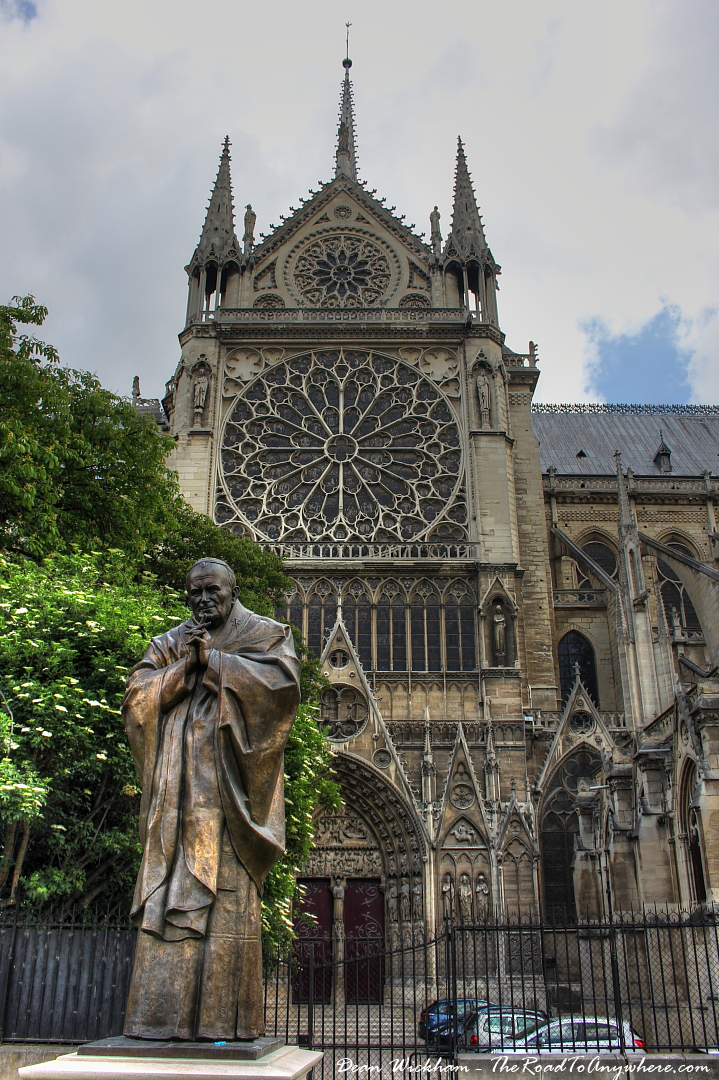 A peak inside notre dame cathedral in paris for Exterior notre dame