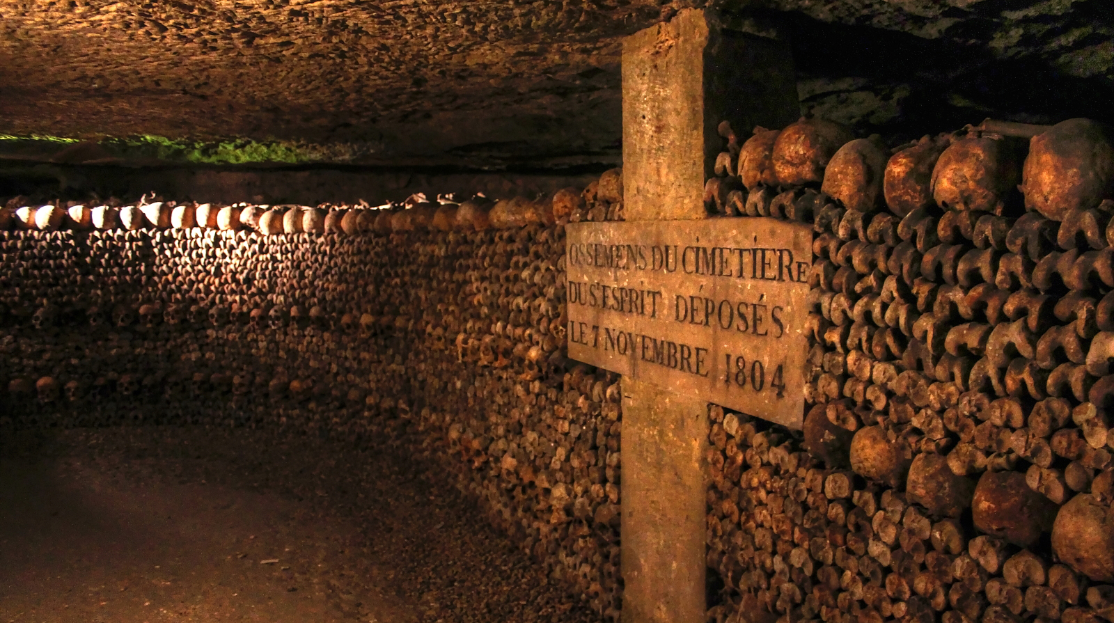 the catacombs of paris Read about the french capital's best-kept secret, the paris catacombs, and  explore their endless corridors, fascinating history and chilling.