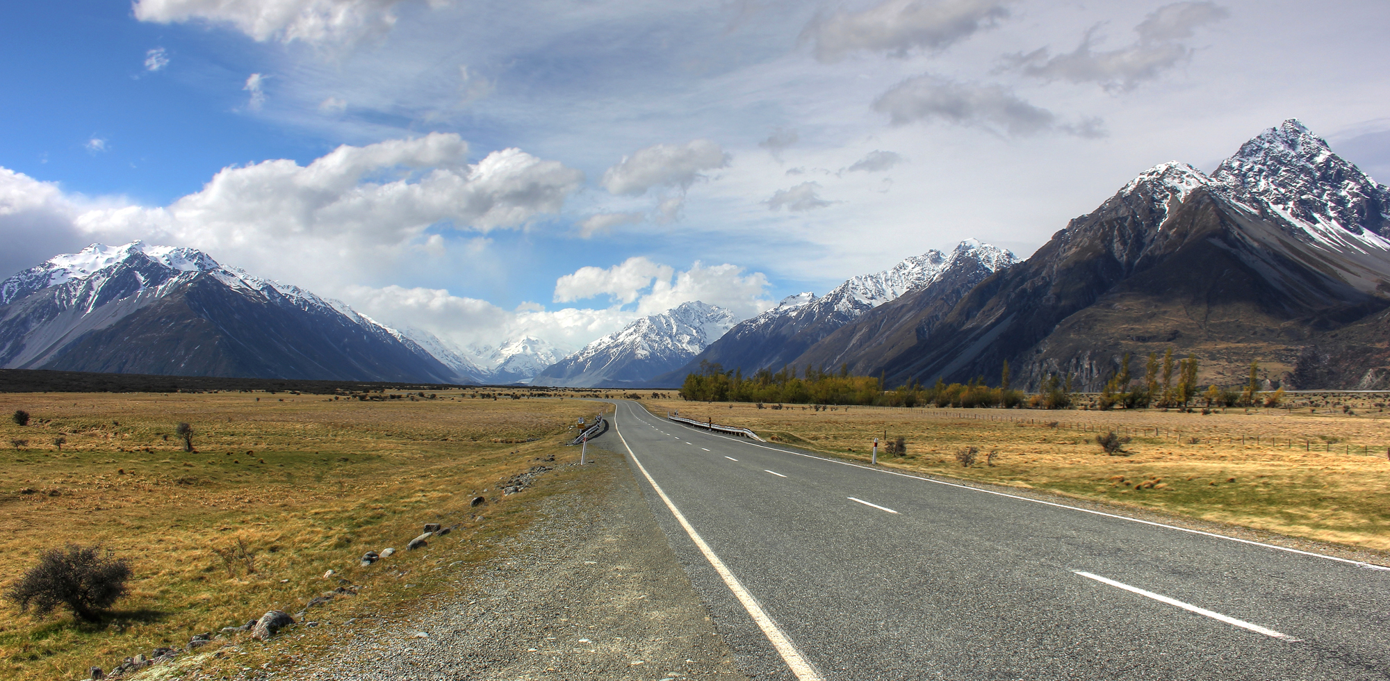 Road to Mount Cook in New Zealand